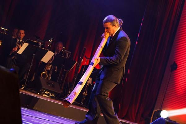 Paul Boon thrills guests with his performance at Fight Cancer Foundation's Red Ball.