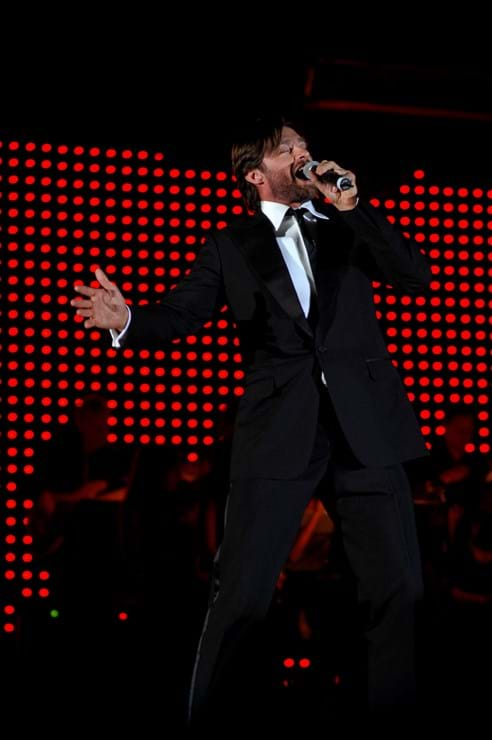 Fight Cancer Foundation Patron Hugh Jackman perfoms at 2007 Red Ball Melbourne.